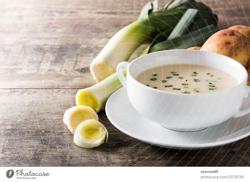 French vichyssoise soup in bowl Vegetable Soup Stew Nutrition Vegetarian diet Diet Bowl Wood Fresh White Tradition appetizer cream Creamy food french Gourmet