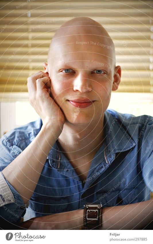 blue jeans Hair and hairstyles Skin Illness Masculine Young man Youth (Young adults) Adults 1 Human being 18 - 30 years Shirt Bald or shaved head Smiling Sit