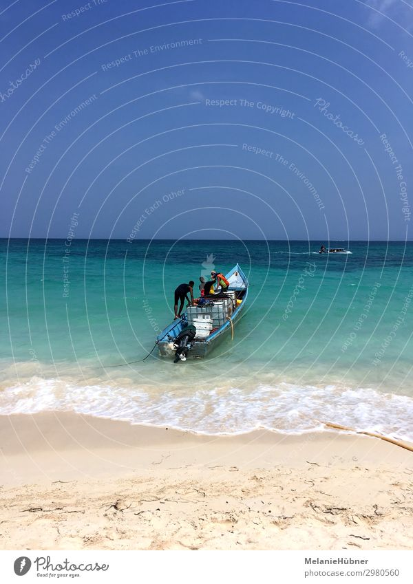 Playa Blanca Boat Colombia Lifestyle Work and employment Workplace Logistics Waves Coast Beach Boating trip Vacation & Travel Travel photography Human being