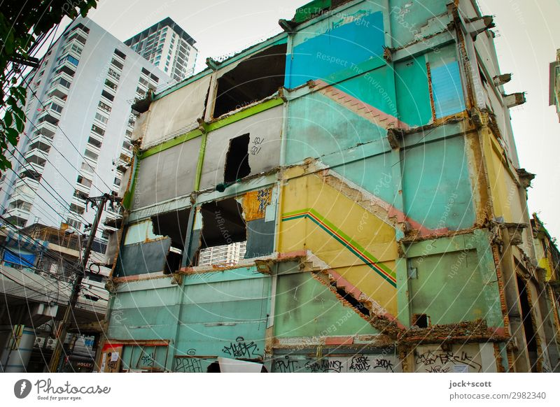 Abort Bangkok City trip Urban development Sky Bad weather Downtown Ruin Town house (City: Block of flats) Wall (barrier) Wall (building) Dismantling Authentic