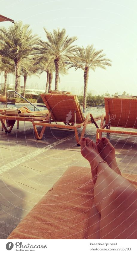 Vacation for the feet Feminine Young woman Youth (Young adults) Woman Adults Legs Feet 1 Human being 18 - 30 years 30 - 45 years 45 - 60 years Water Sky