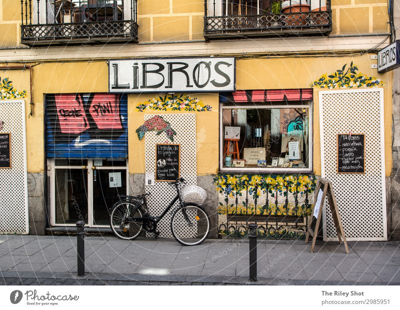 Madrid Street scene with bicycle Lifestyle Shopping Wellness Leisure and hobbies Vacation & Travel Tourism Trip Cycling tour Town Old town Transport