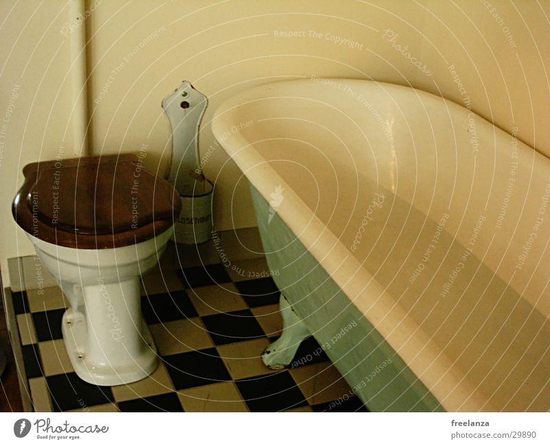 White Black Retro Living or residing Toilet Tile Bathtub