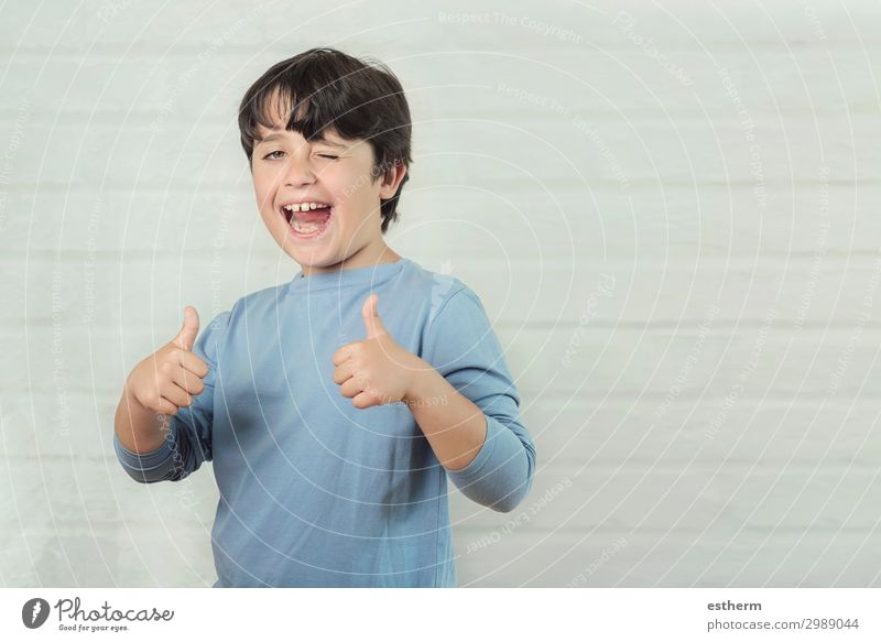 Little boy smiling showing thumbs up Lifestyle Joy Happy Success Human being Masculine Boy (child) Infancy Hand Fingers 1 8 - 13 years Child Smiling Laughter