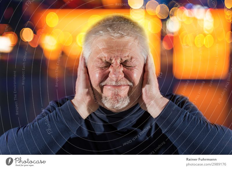A man with tinnitus Human being Masculine Man Adults Male senior Head 1 Event Shows Listen to music Short-haired Listening Emotions Moody Pain Perturbed Healthy