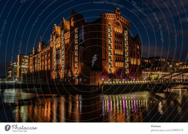 Dark Architecture Wall (building) Lighting Wall (barrier) Illuminate Bridge Hamburg Tourist Attraction Discover Manmade structures Harbour Old town Kitsch