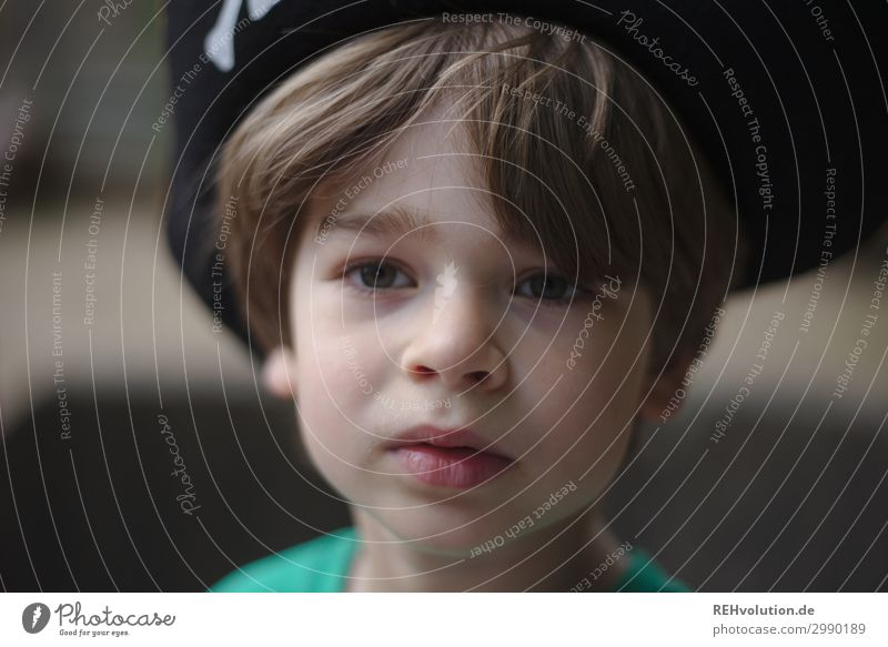 child with pirate hat Leisure and hobbies Playing Human being Masculine Child Boy (child) Infancy Face 1 3 - 8 years T-shirt Hair and hairstyles Cool (slang)