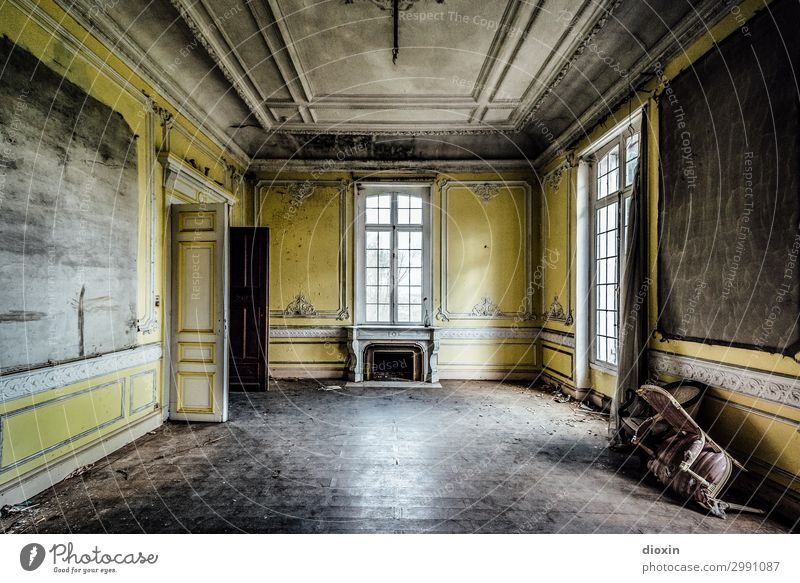 yellow room Deserted House (Residential Structure) Dream house Manmade structures Building Architecture Wall (barrier) Wall (building) Fireside Window Door