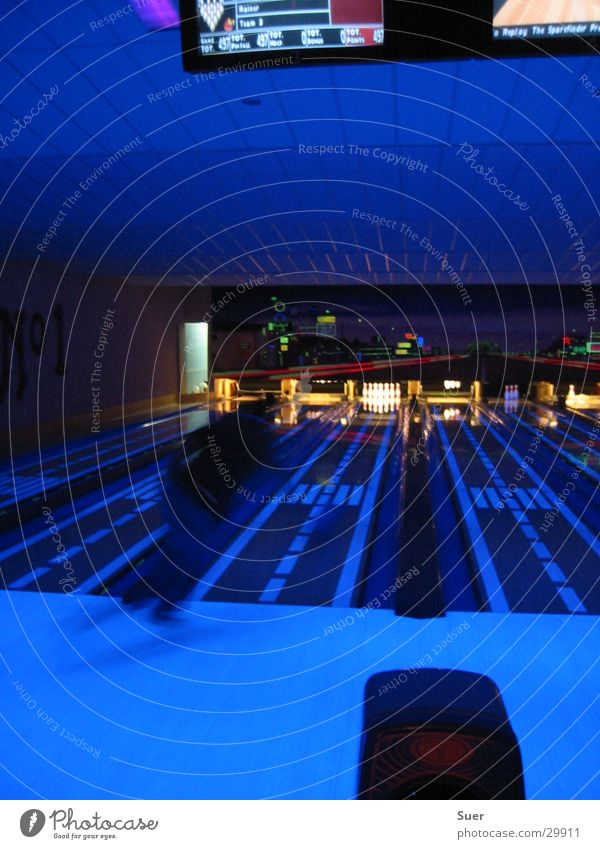 Sports Movement Railroad Sphere Bowling Black light