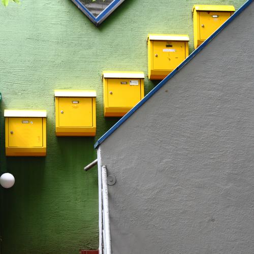 Town Green House (Residential Structure) Yellow Wall (building) Wall (barrier) Living or residing Stairs Downtown Letter (Mail) Mailbox Populated Postman