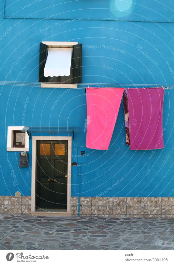 Blue House (Residential Structure) Window Wood Wall (building) Wall (barrier) Facade Pink Living or residing Door Italy Old town Laundry Venice Towel