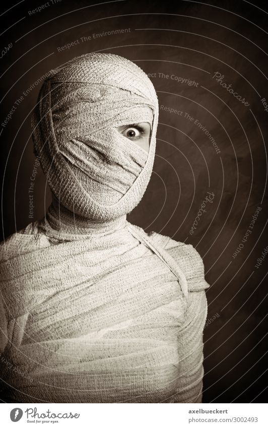 female mummy Leisure and hobbies Playing Carnival Hallowe'en Human being Feminine Young woman Youth (Young adults) Woman Adults Life 1 18 - 30 years Exceptional