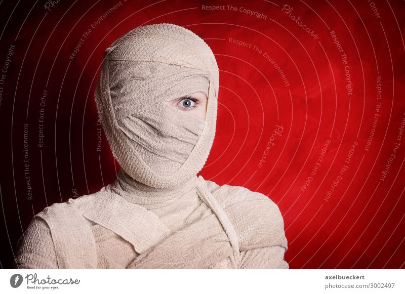 one-eyed mummy Lifestyle Leisure and hobbies Event Carnival Hallowe'en Human being Feminine Young woman Youth (Young adults) Woman Adults 1 18 - 30 years