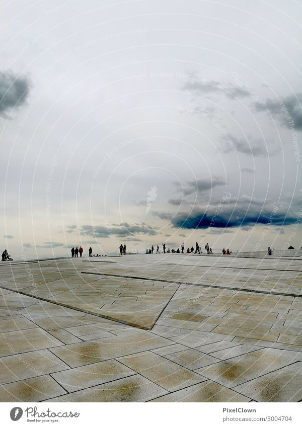 People on the horizon Lifestyle Vacation & Travel Tourism Sightseeing City trip Human being Group Capital city Building Architecture Tourist Attraction Esthetic