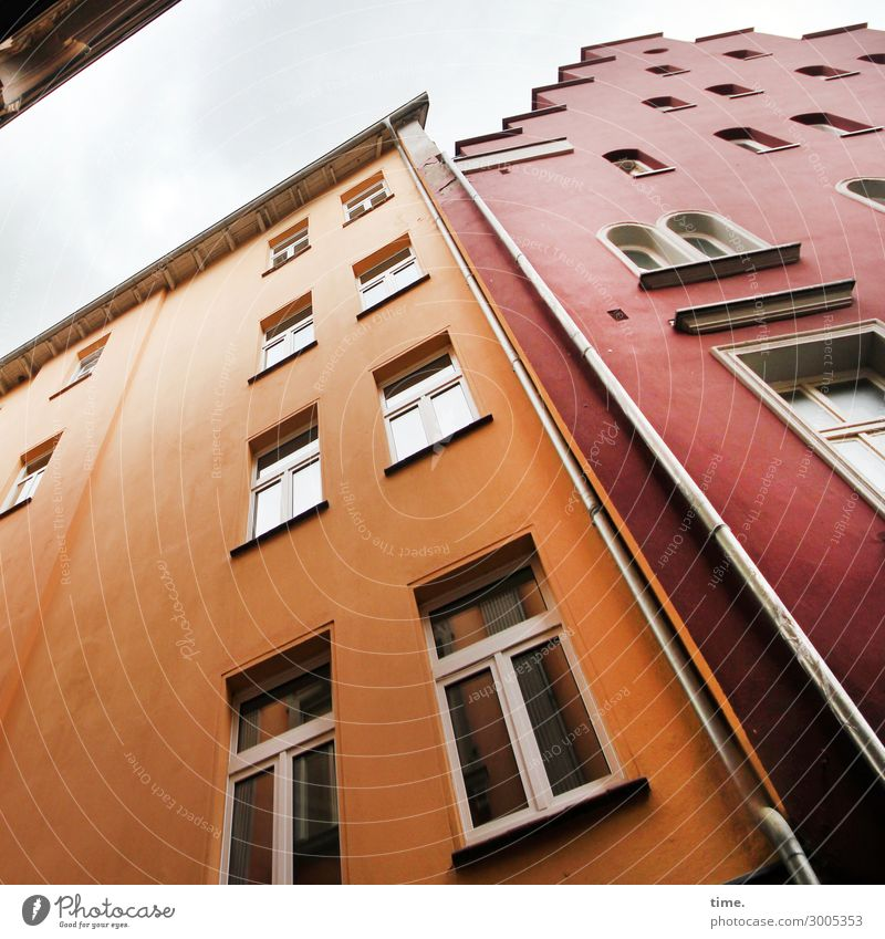 supporting old buildings Sky Downtown House (Residential Structure) High-rise Wall (barrier) Wall (building) Facade Window Roof Eaves Windowsill Downspout