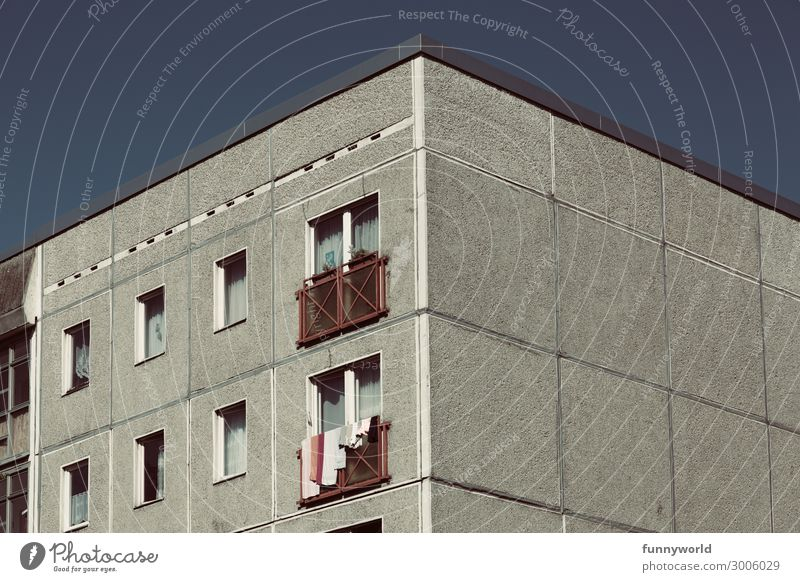 Summer Town House (Residential Structure) Window Architecture Wall (building) Building Wall (barrier) Facade Gray Flat (apartment) High-rise Gloomy Poverty