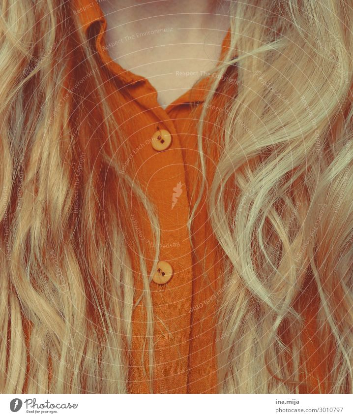 _ Style Hair and hairstyles Human being Feminine Young woman Youth (Young adults) Woman Adults Life Fashion Clothing Shirt Blouse Blonde Long-haired Curl