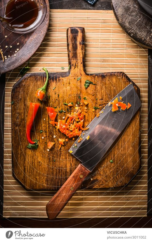 Chopped chili pepper with knife on wooden cutting board, top view. Hot food. Spices for tasty coking chopped hot food spices asian food food foto healthy food