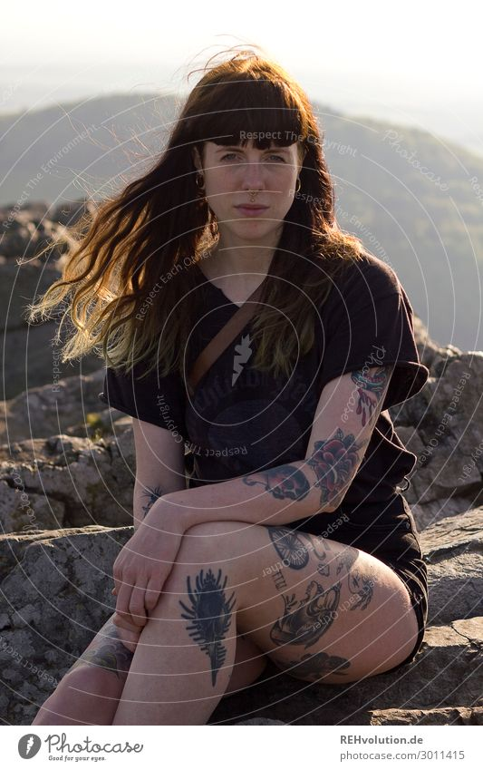 Carina boy tattooed woman sitting on a mountaintop Human being Feminine Woman Adults 1 18 - 30 years Youth (Young adults) Subculture Environment Nature