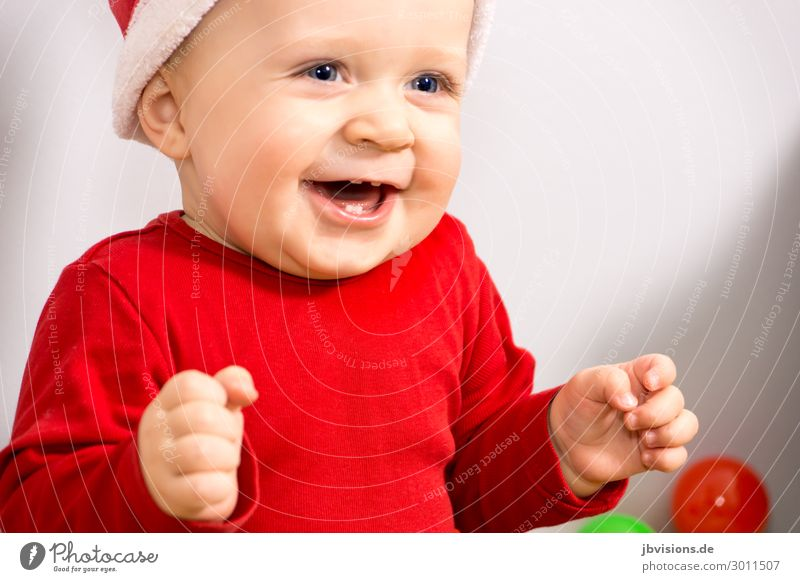 so happy Human being Masculine Child Toddler 1 1 - 3 years Hat Laughter Sit Happy Red Joy Happiness Joie de vivre (Vitality) Christmas & Advent Santa Claus hat
