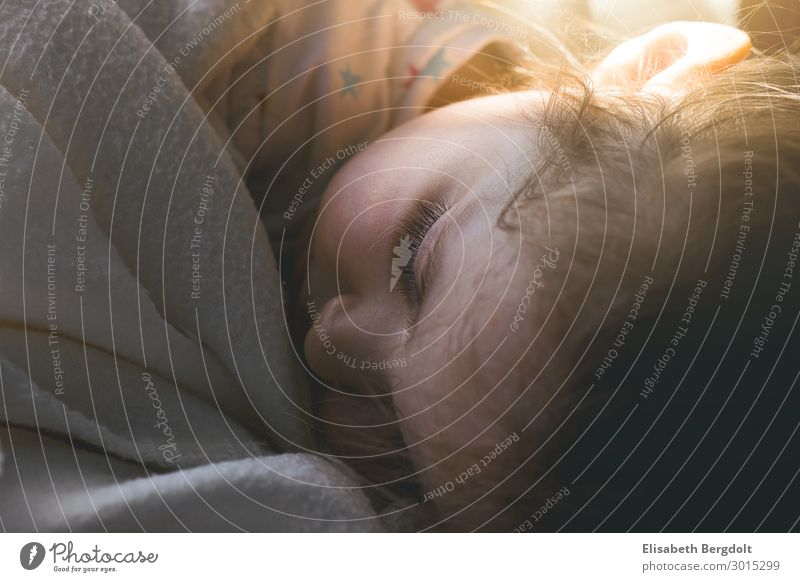 Sleeping child Living or residing Children's room Parenting Human being Feminine Toddler Girl Infancy Head Face Eyes 1 1 - 3 years Sun Sunlight