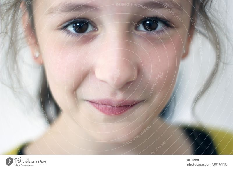 Hy ;-) Parenting Child Girl Infancy Youth (Young adults) Eyes 1 Human being 8 - 13 years Brunette Smiling Looking Authentic Friendliness Beautiful Uniqueness