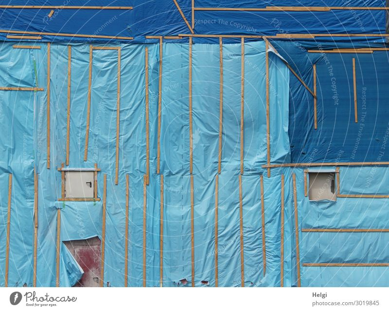 Building site with a blue facade cladding made of plastic foil and wooden slats Facade Window Door Packing film Wood Plastic Authentic Exceptional Uniqueness