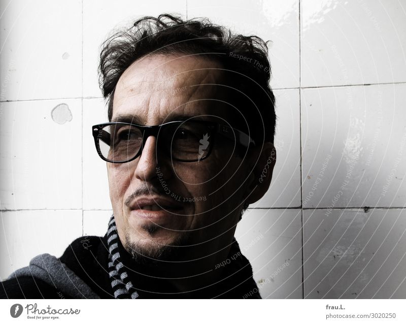 aro Human being Man Adults Head 1 45 - 60 years Eyeglasses Scarf Black-haired Facial hair Observe Relaxation Looking Authentic Uniqueness Natural Beautiful Joy