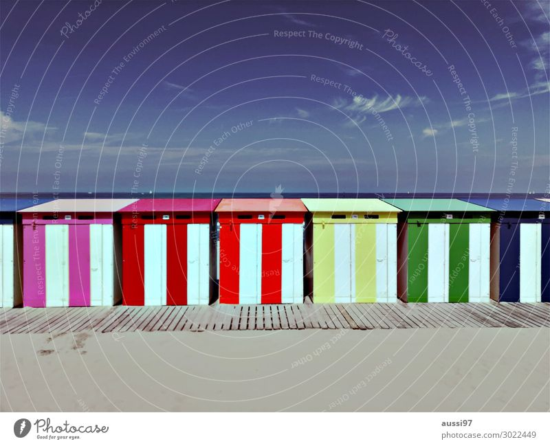 La plage (trois) Beach Sand Ocean Vacation & Travel Relaxation Swimming & Bathing Extract Naked Shame House (Residential Structure) Hut cabin Changing room