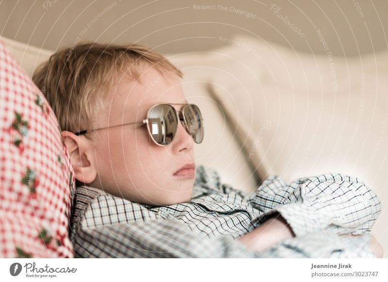 No insight Living or residing Sofa Masculine Boy (child) Infancy 1 Human being 8 - 13 years Child Sunglasses Blonde Lie Relationship Argument Puberty Obstinate