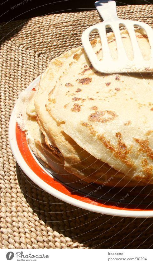 Pancakes... hmmm Sweet Physics Cutlery Plate Table Portrait format Light Nutrition Warmth Appetite http://www.keasone.de