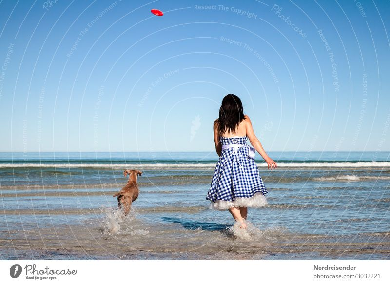 beach games Vacation & Travel Tourism Summer vacation Beach Ocean Waves Human being Feminine Young woman Youth (Young adults) Woman Adults Water Cloudless sky