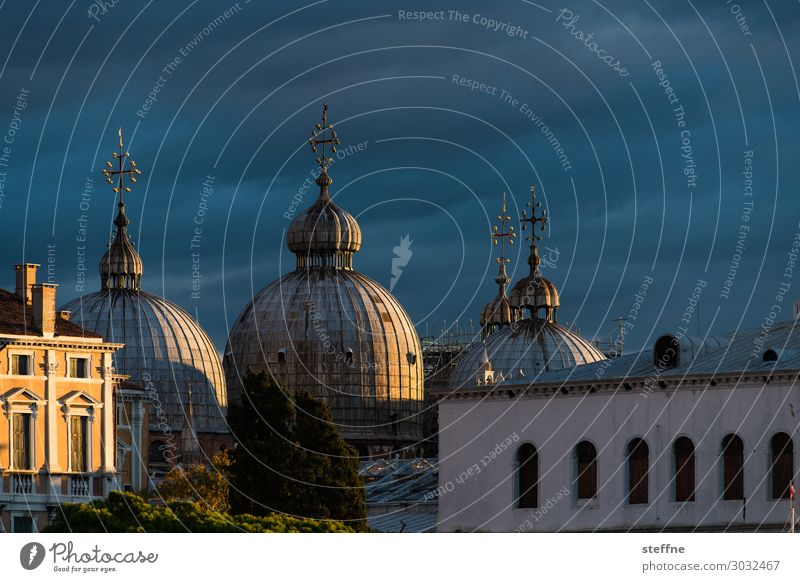 Chiesa 7 Church Dome Religion and faith Landmark Tourist Attraction Venice Italy St. Marks Square Basilica San Marco Dawn Domed roof Exceptional Esthetic