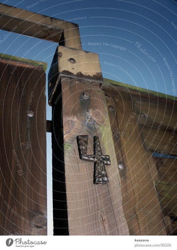 4 Slope Parking level Parking garage Wall (building) Plaster Photographic technology 44 444 Handrail slave flash Sky http://www.keasone.de