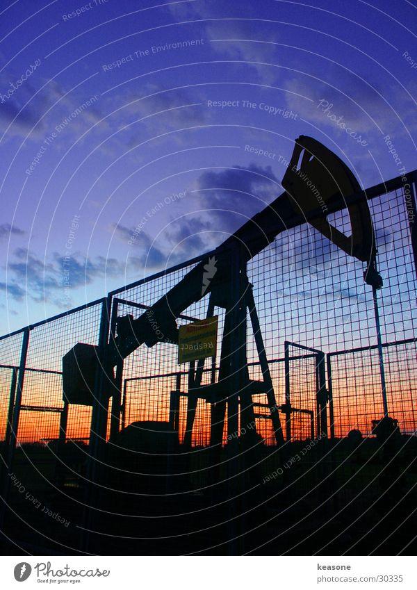 pump it up Black Night Wire Fence Red Intensive Industry Oil Pump Dirty Sky Lens http://www.keasone.de