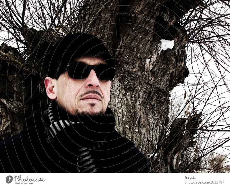 tree Man Adults Face 1 Human being 45 - 60 years Winter Tree Baltic Sea Coat Eyeglasses Hat Cap Facial hair Observe Stand Exceptional Uniqueness Black Willpower