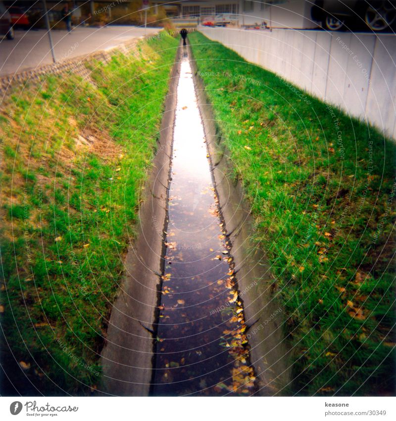 the bach Brook Concrete Grass Vignetting Medium format Reflection Holga holge Water River Sewer http://www.keasone.de