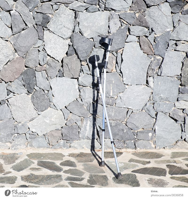 climbing aids Places Manmade structures Wall (barrier) Wall (building) Veranda Tile Stone wall Walking aid Aluminium Stand Dry Warmth Gray Help To console