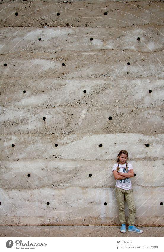 mauerBLÜMCHEN Feminine Girl 1 Human being 8 - 13 years Child Infancy Manmade structures Building Wall (barrier) Wall (building) Facade Braids Cool (slang)