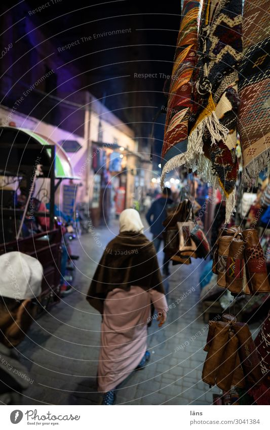 Marakesh II Shopping Human being Masculine Feminine Life Crowd of people Marrakesh Morocco Africa House (Residential Structure) Transport Motoring Pedestrian