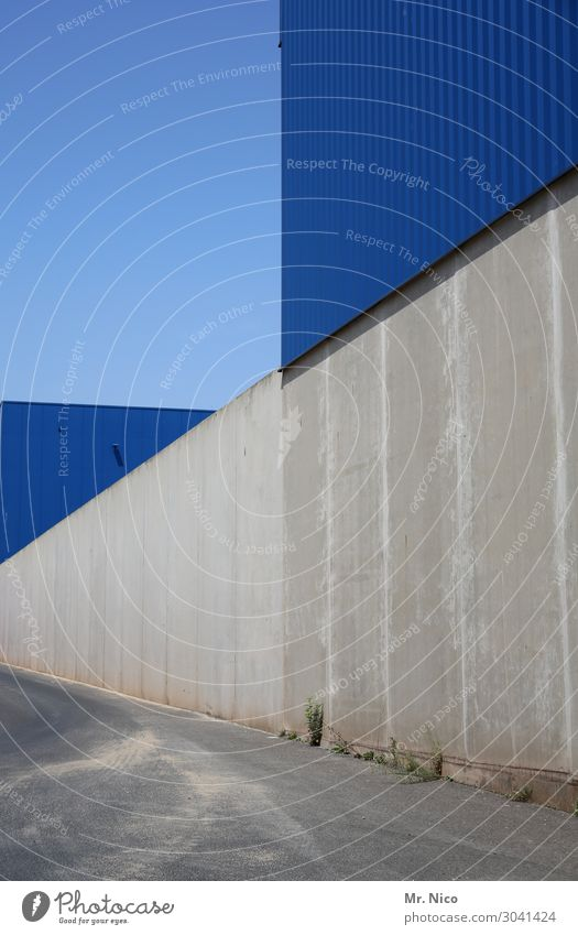 flat surfaces Cloudless sky Industrial plant Manmade structures Wall (barrier) Wall (building) Facade Blue Gray Lanes & trails Concrete Triangle Warehouse