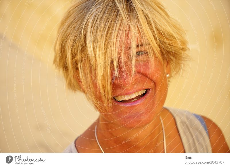 cheerful woman Human being Feminine Life Head 1 45 - 60 years Adults Wall (barrier) Wall (building) Blonde Short-haired Observe Smiling Laughter Emotions Joy