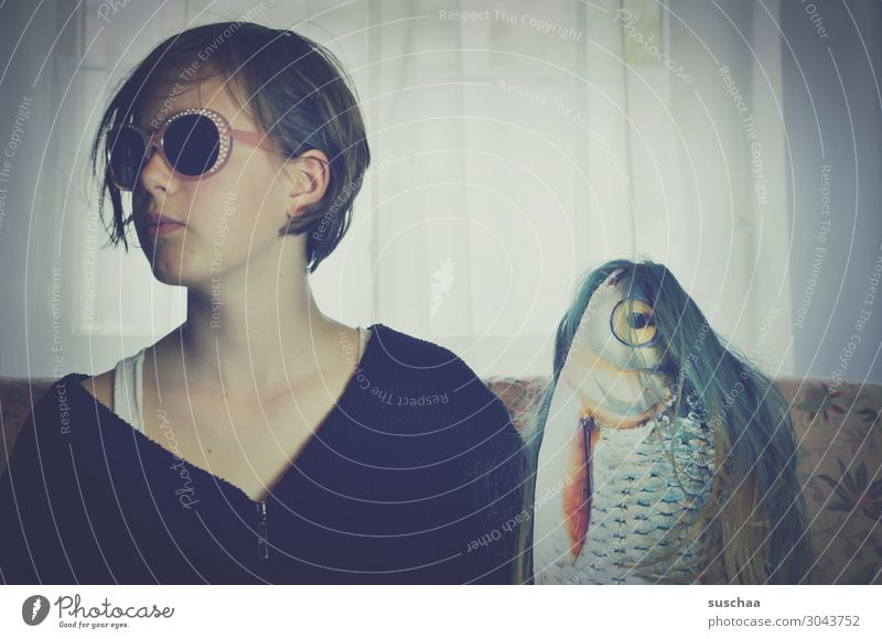 Woman Youth (Young adults) Young woman Girl Face Funny Hair and hairstyles Friendship Living or residing Flat (apartment) Crazy Idea Fish Sunglasses Whimsical