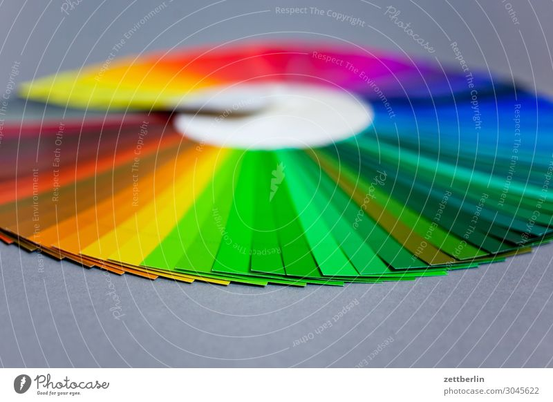Color circle with green in the foreground Multicoloured Pressure Print shop Document Colour Colour wheel Color chart Colour scale Colour luminosity Colour photo