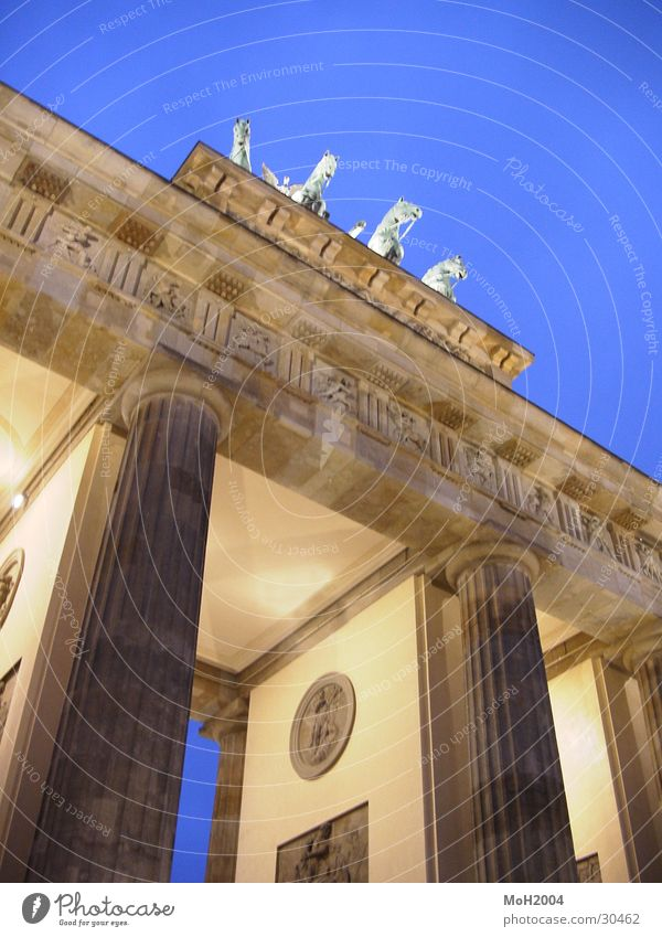 Brandenburg Gate Architecture Berlin Lighting Consistent Column