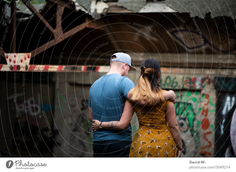 Woman Human being Youth (Young adults) Man Young woman Young man Hand Lifestyle Adults Graffiti To talk Love Feminine Emotions Style