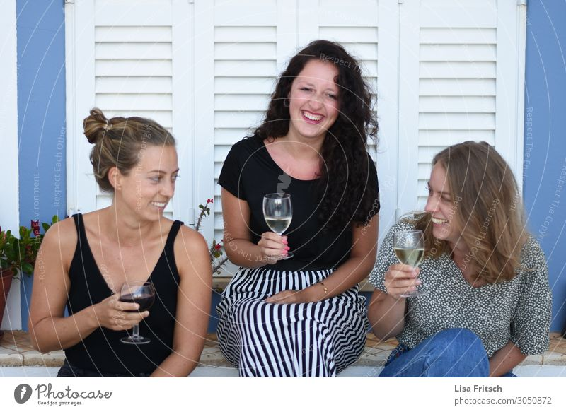Woman Human being Vacation & Travel Youth (Young adults) Beautiful Relaxation 18 - 30 years Lifestyle Adults Funny Laughter Happy Feasts & Celebrations Tourism