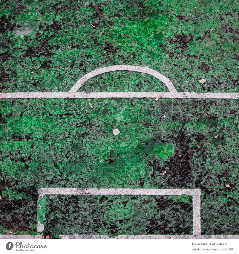penalty kick Sports Sporting Complex Football pitch Old Sharp-edged Broken Green White Soccer Penalty kick Point Grass surface Asphalt National league