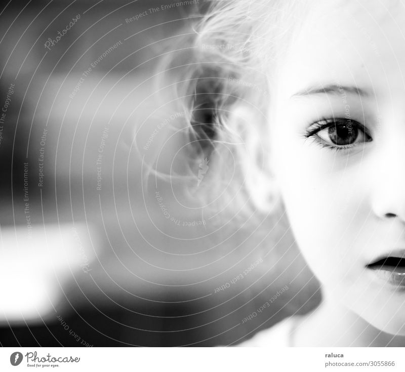 young girl looking at me Human being Feminine Child Girl Sister Family & Relations Infancy Eyes 1 1 - 3 years Toddler Blonde Curl Natural Love Curiosity Peace