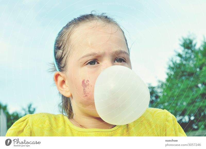 a little is still possible .. Child Girl Infancy Dirty Face Chewing gum Chewing gum bubble Cheek Happy Contentment Action Playing Exterior shot Break